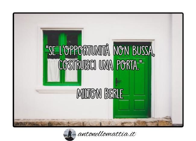 Aforisma – Se l'opportunità non bussa, costruisci una porta – Milton Berle